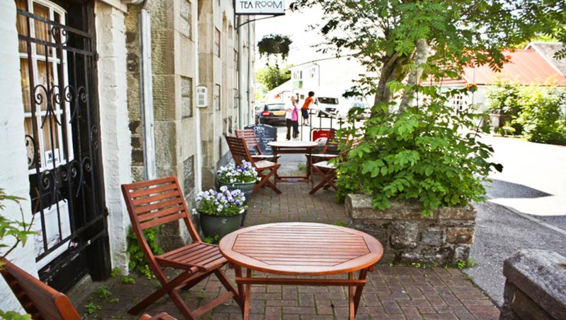 Outside seating at the Robin's Nest Tea Room Taynuilt