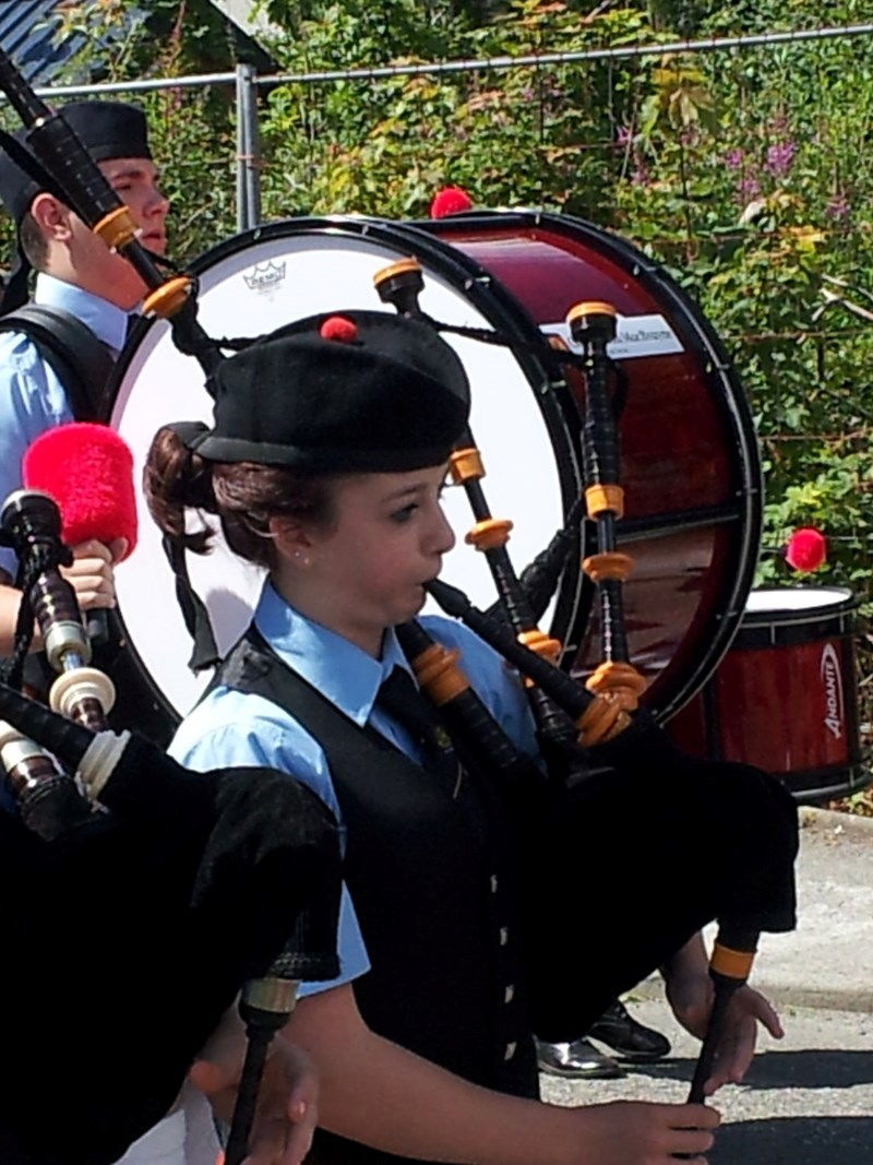 Oban Pipe Band on route to the Taynuilt Highland Games