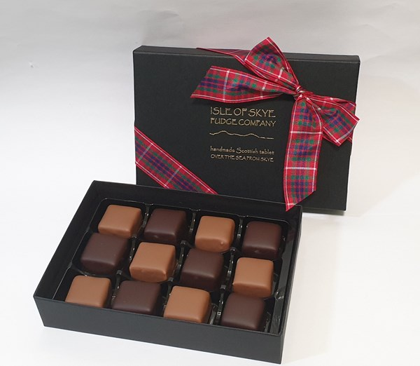 12 Dark/Milk chocolate-coated peppermint tablet squares (mixed box)