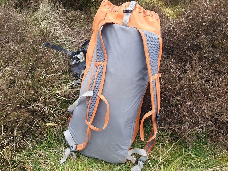 Simond Cliff II 20 Litre rucksack back panel